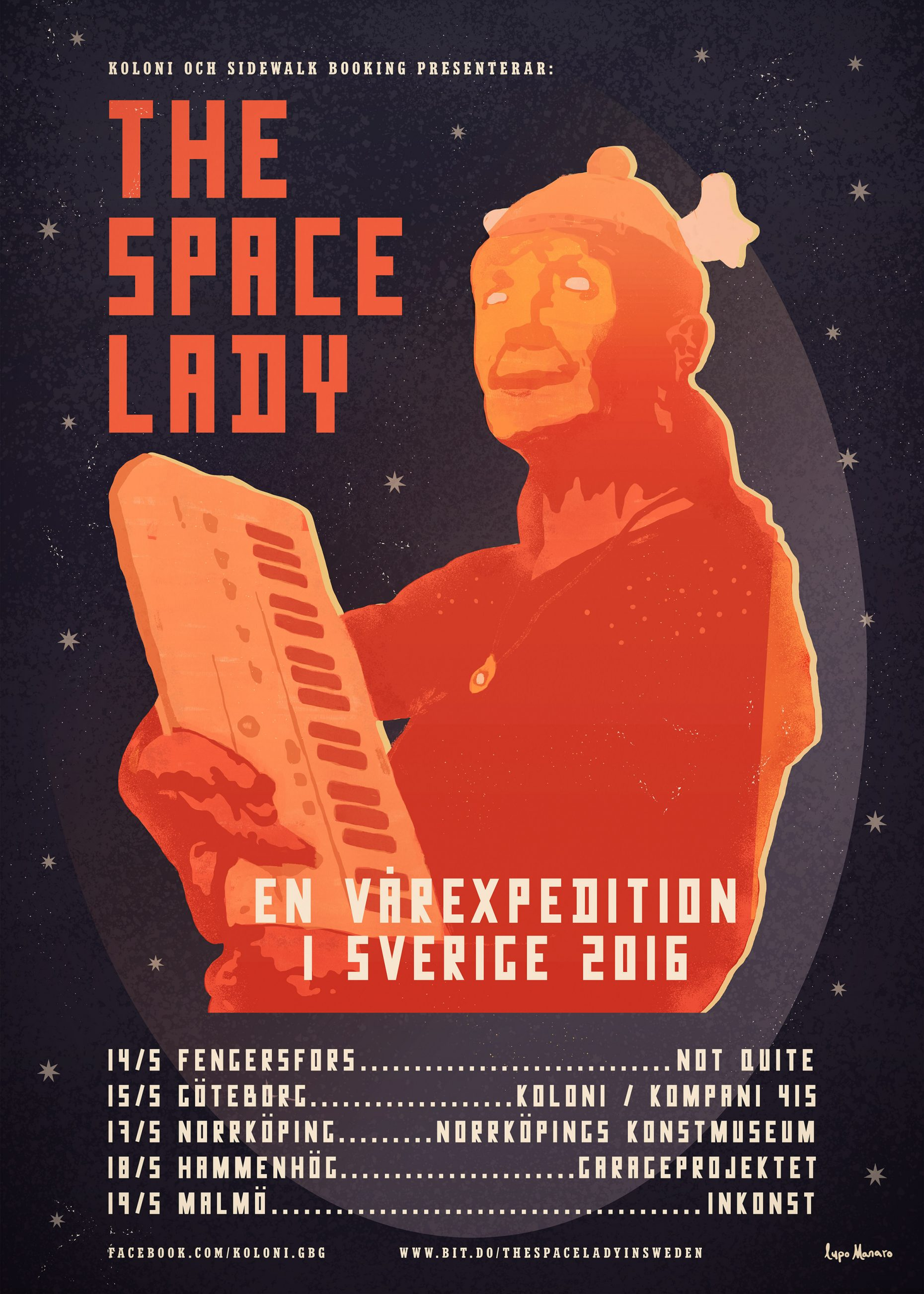 The Space Lady holdning a synthesizer