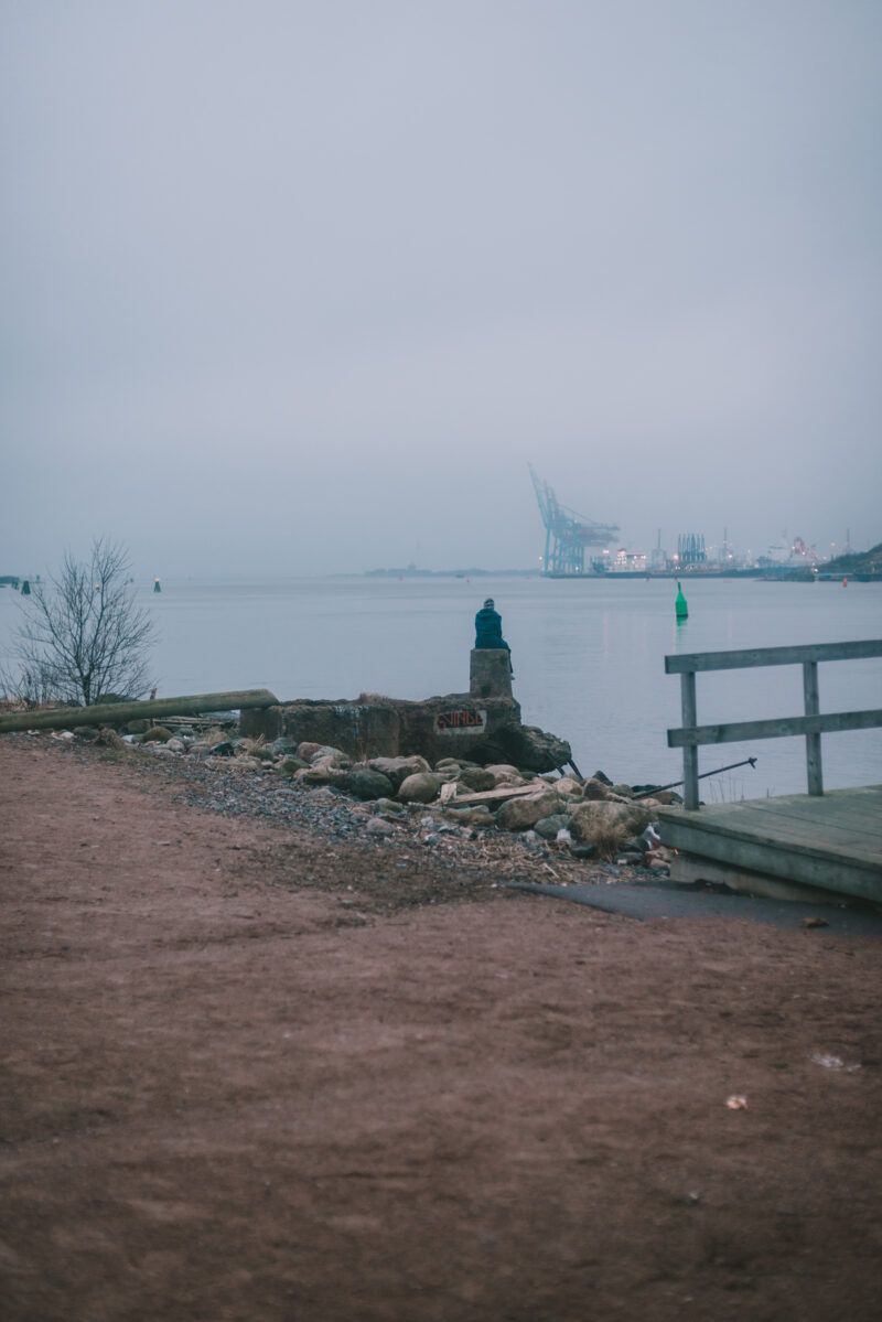Person looking out over Göta Älv